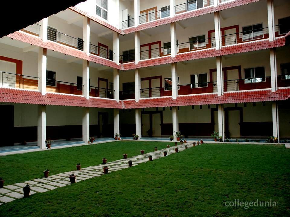 Sampurna Montfort College - [SMC]