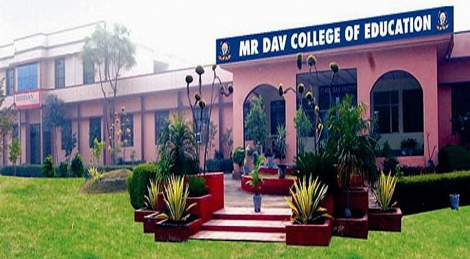 MR DAV College of Education